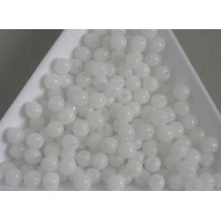 Margele sticla presata rotunde 4mm, alb semiopac (10g)