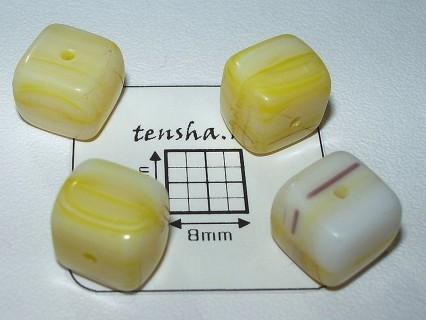 Margele sticla Cehia cub cca 9.3 x 7.7 mm culoare galben/alb (2 buc).