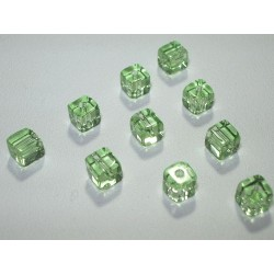 Margele sticla China cub cca 4 x 4 mm culoare verde transparent (10 buc).