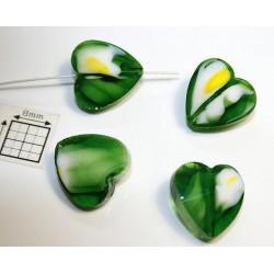 Inima sticla 14.40 x 14 x 8 mm culoare nuante de verde inchis/alb/galben/cristal clar (2 buc).