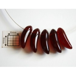 Margele sticla Cehia forma banana 17.50 x 6 mm culoare granat (2 buc).