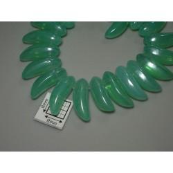 Margele sticla Cehia forma banana 17.50 x 6 mm culoare verde opalizat (2 buc).