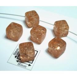 Margele sticla Cehia forma cub cca 7 mm culoare piersica (10 buc).