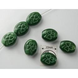 Margele sticla Cehia forma oval cu model gravat trifoi 10.50 x 8.50 x 5 mm culoare verde (4 buc).