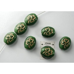 Margele sticla Cehia forma oval cu model gravat trifoi 10.50 x 8.50 x 5 mm culoare verde/auriu (4 buc).